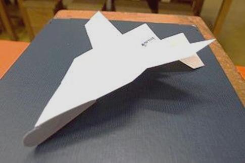 9/8(日),9/22(日)チャレンジサイエンス「紙飛行機」<お申込み不要>